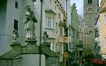 14-statue-street